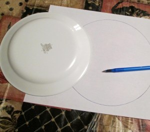 I traced a pattern for the bundle on plain piece of white paper using a plate as a guide.